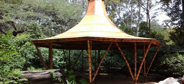 Bambutec Feuerhut in Parkanlage, Neu Delhi, Indien